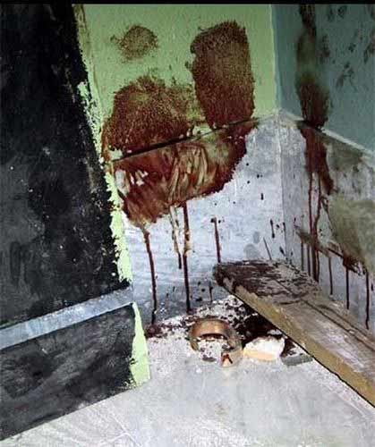Bloodstains_on_Diaz_school_following_police_action_in_July_2001