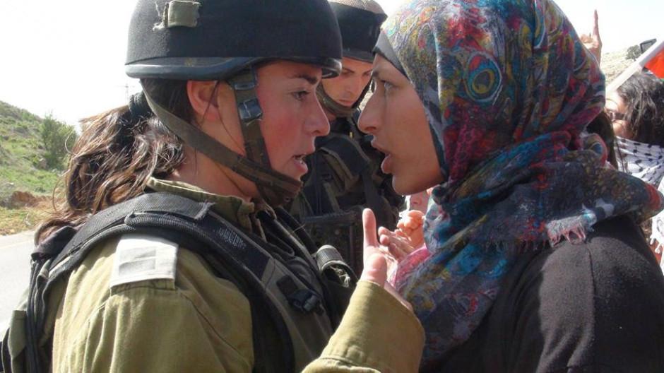 Risultati immagini per donna israeliana e donna palestinese immagini