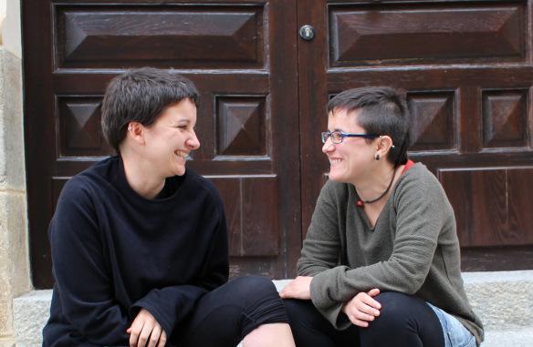 Alba e Elisa, fotografate durante l'intervista a Placencia (in provincia di Càceres)/SAM