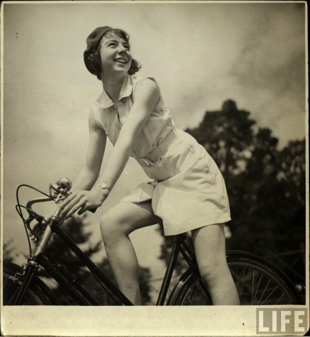 Women with Their Bicycles (5)