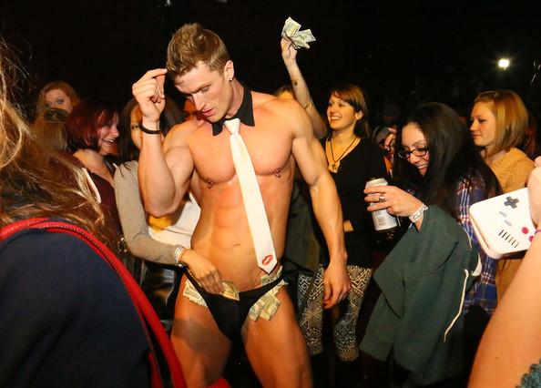 Kyle+Efthemes+Men+Strip+Pose+NYC+RnmEyrzuCTzl
