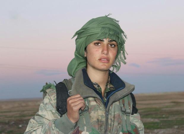 Combattente Curda in lotta contro L'Isis