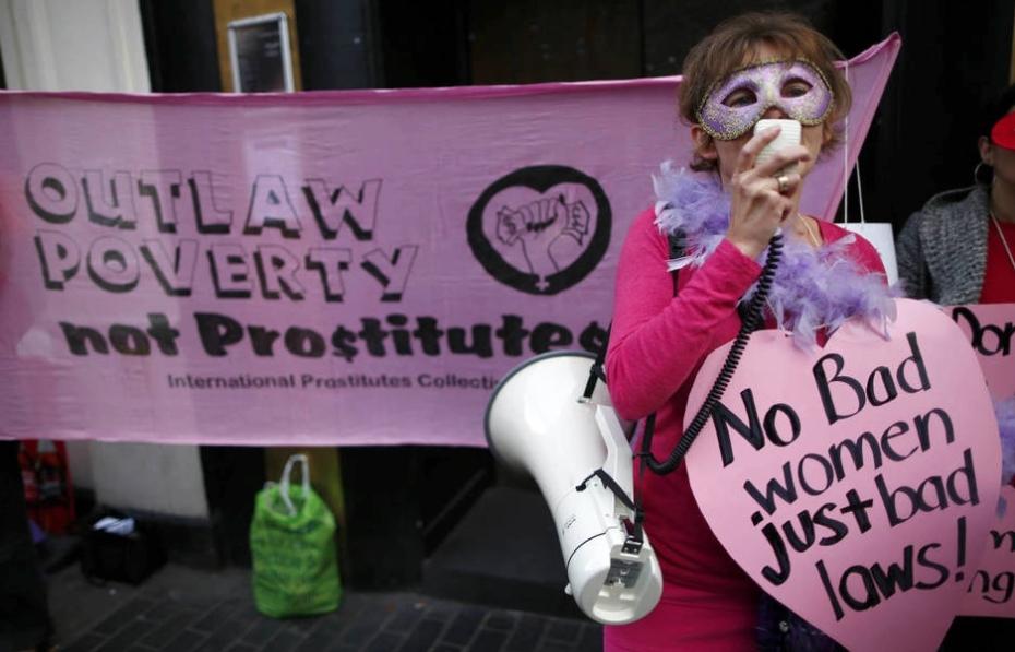 Representante del Colectivo Inglés de Prostitutas manifestándose en las calles del Soho londinense. (Reuters/Adam Winning) Leer más: Sexo: Por qué se recurre a la prostitución: el estudio que desmiente lo que pensábamos. Noticias de Alma, Corazón, Vida http://goo.gl/91YM7d